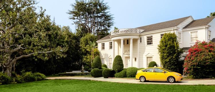 Will Smith apre le porte dell'iconica villa a LA, per un soggiorno da principi prenotabile solo su Airbnb